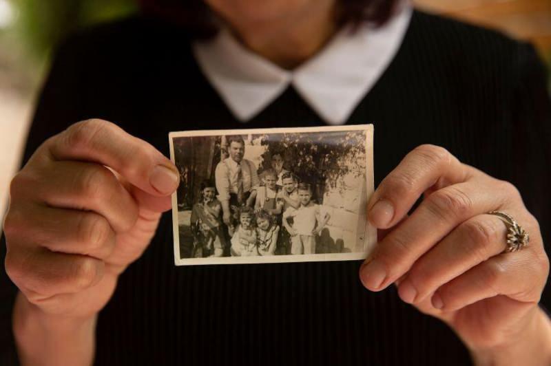 Dacani ailesinin 1956'da yeni evlerinde çekilmiş bir fotoğrafları