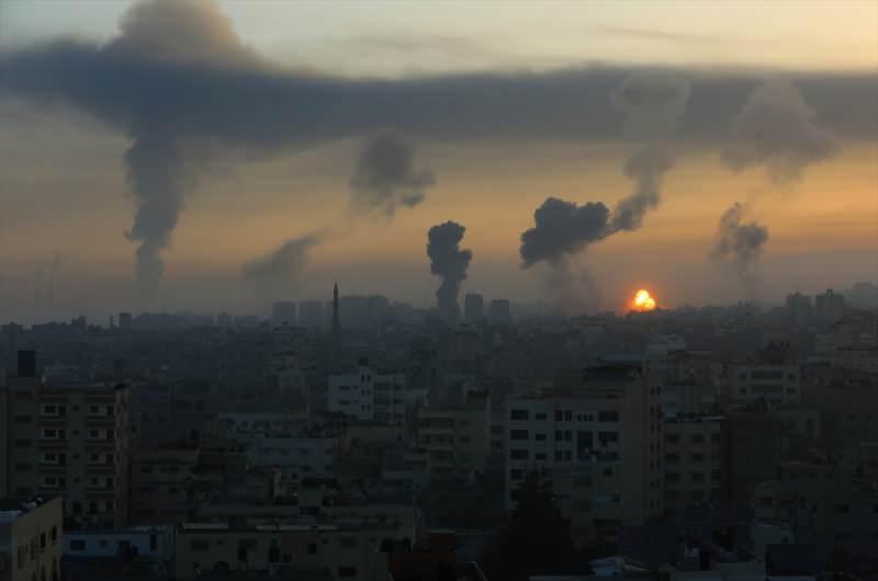 Gazze'den dumanlar yükseliyor.