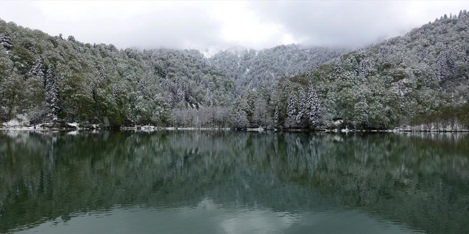 Doğa harikası Karagöl beyaza büründü