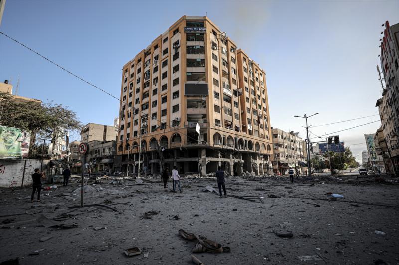 Abluka altındaki Gazze'de sokaklar savaş alanına dönmüş durumda
