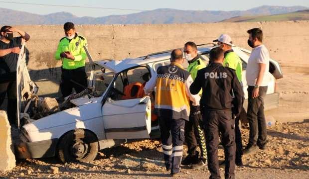 Otomobil beton bariyere çarptı:1 ölü, 2 yaralı