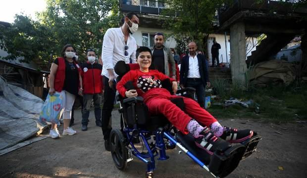Düzce'de tekerlekli sandalye hayali kuran engelli Sevda'nın yüzü bayramda güldü!