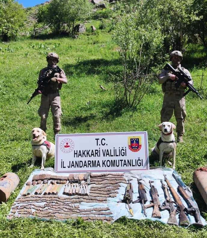 Şemdinli'de PKK'ya ait çok sayıda silah ve mühimmat ele geçirildi