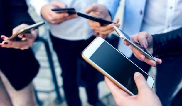 Cep telefonu alacaklara uyarı: Her kaçak 10 telefonun 8'i internetten satılıyor