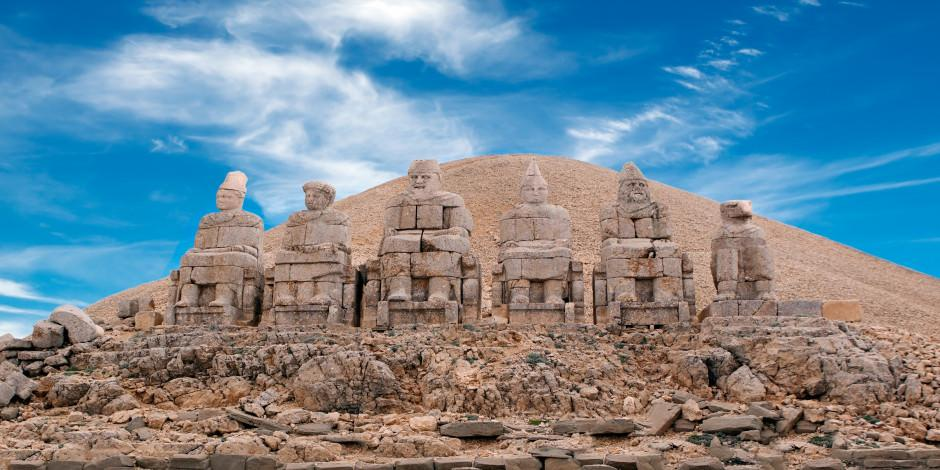 Nemrut Dağı ziyaretçilerini ağırlamaya başladı