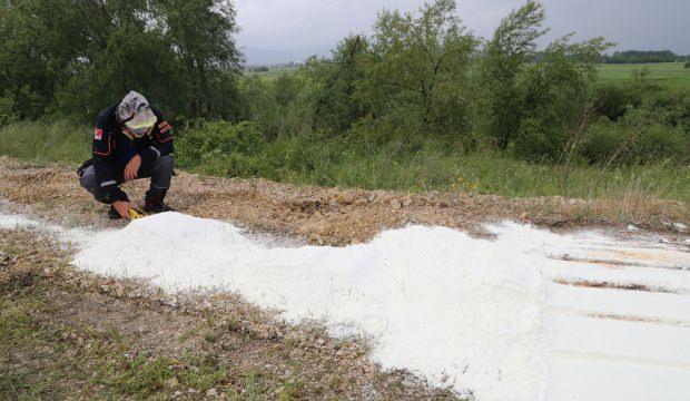 50 metrelik alana dökülen beyaz toza inceleme