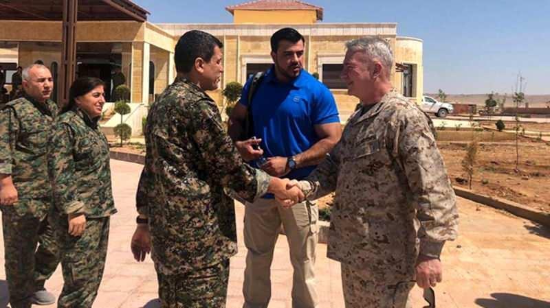 General McKenzie, 2020'de de bölgeyi ziyaret edip YPG yöneticisi Ferhat Abdi Şahin ile buluşmuştu