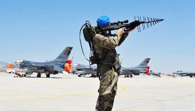 Güvenlik güçleri drone/maket uçak saldırılarına karşı farklı yöntemler kullanıyor.