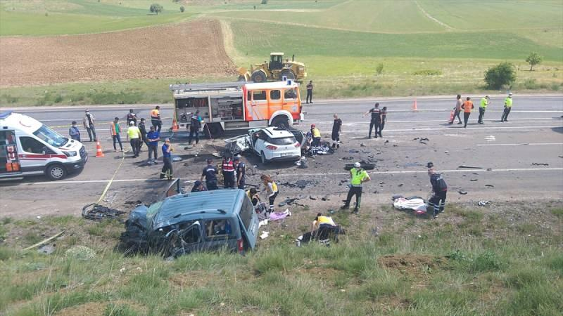 Son dakika... Sivas'ta feci kaza: 9 kişi hayatını kaybetti