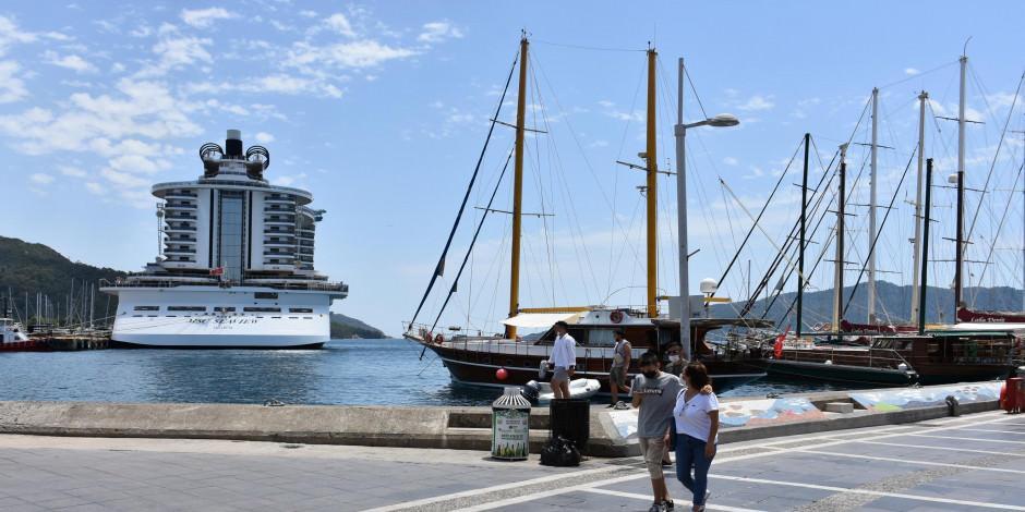 18 katlı 'Yüzen Kasaba' Marmaris'te