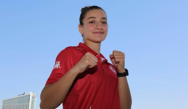 Milli boksör Buse Naz Çakıroğlu'ndan olimpiyat elemelerinde altın madalya