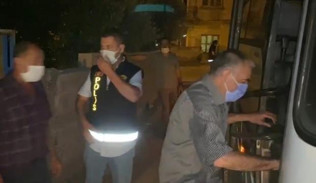 Baskın yapan polisi 'Sıkıntı yok ağabey' diyerek karşıladılar! 52 bin lira ceza yediler