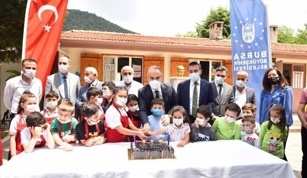 Bursa Büyükşehir Belediyesi, küçük öğrencilerin gönüllerine taht kurdu