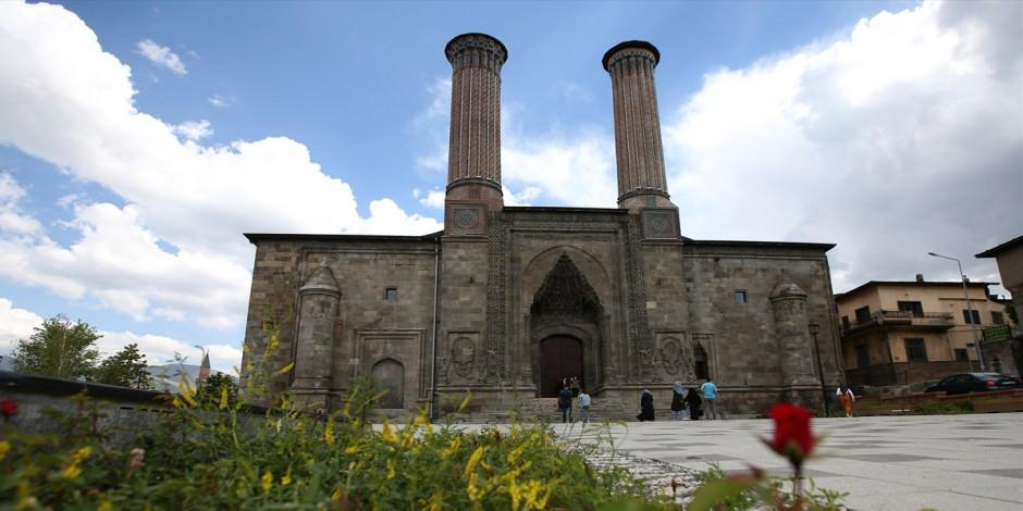Çifte Minareli Medrese 2 bin tarihi eserle kapılarını açıyor