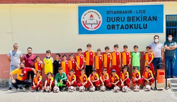 Galatasaray'dan köy okuluna malzeme desteği