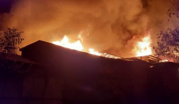 Hindistan'da yangın: En az 20 ev küle döndü