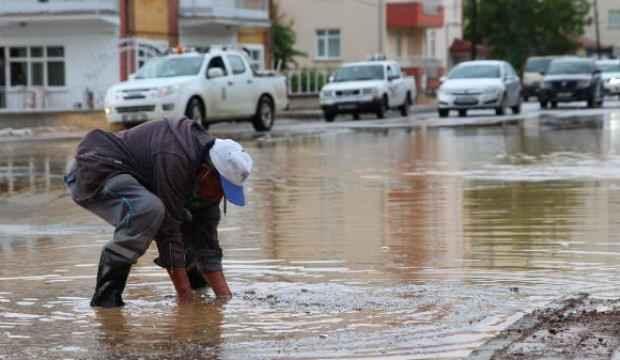 Konya'da sağanak yağmur sele neden oldu