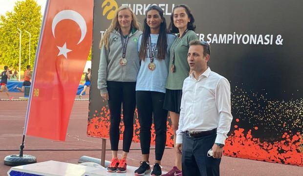 Milli atlet Şevval Ayaz 100 metre engellide rekor kırdı