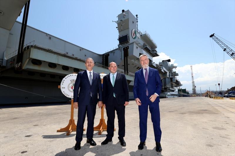 Akar, İtalya ve İngiltere Savunma Bakanları ile Sicilya'daki üçlü toplantıda bir araya geldi
