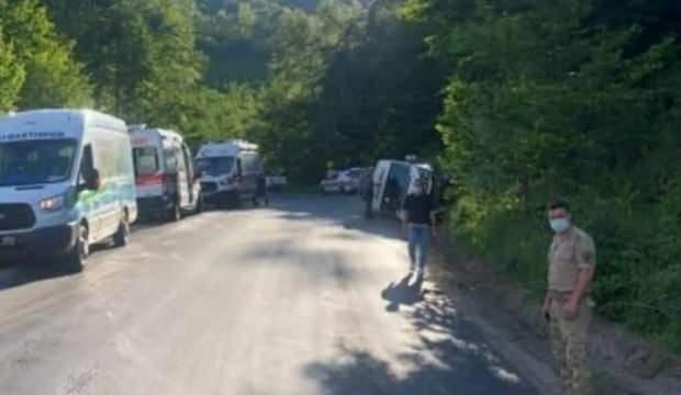 Yaylaya çıkan tur minibüsü devrildi: 15 yaralı