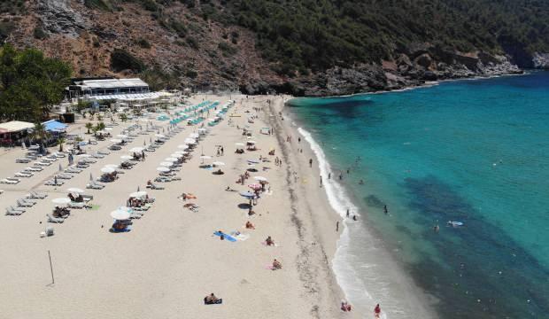 Antalya'da sıcaklık 35 derece! Halk plajlara akın etti
