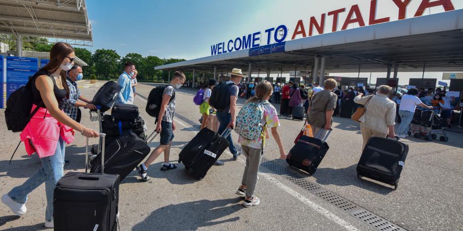 Antalya'ya günde 10 bin Rus geliyor
