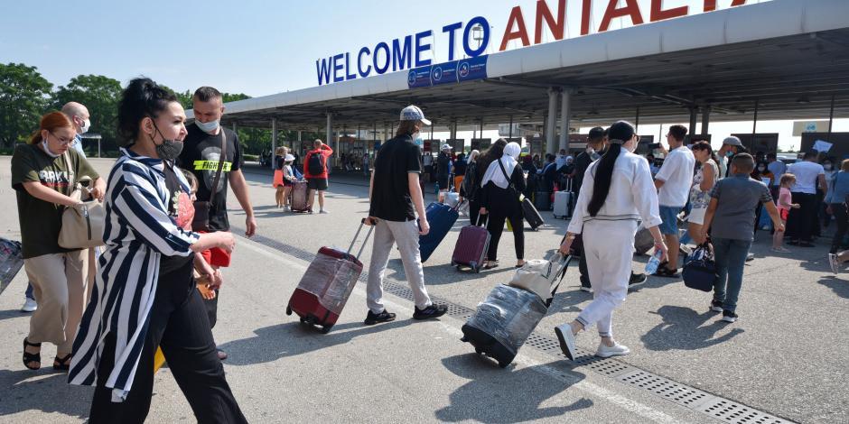 8 günde 120 bin Rus turistin geldiği Antalya, Akdeniz'de zirvede