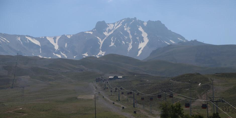 Erciyes'in eteklerindeki yayla çadır kampçılarını ağırlıyor