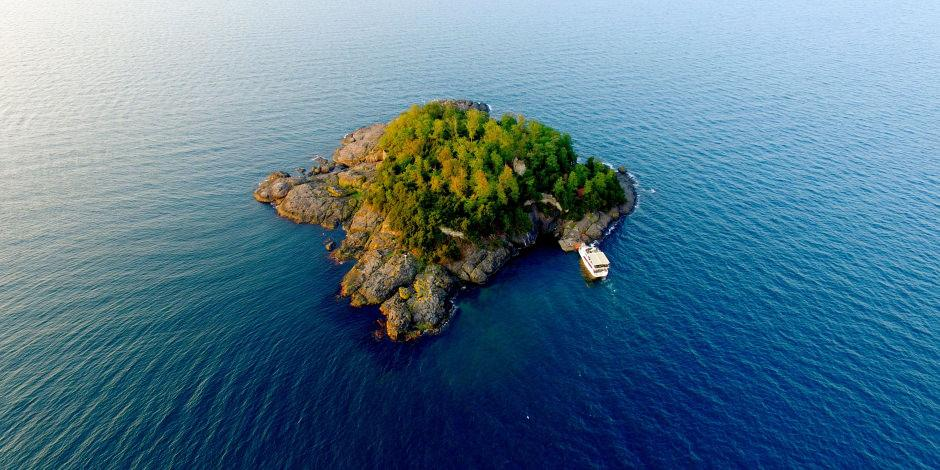 Karadeniz'in yaşanılabilir tek adası ziyaretçilerini bekliyor
