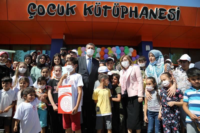 Milli Eğitim Bakanı Ziya Selçuk, Şahin'i makamında ziyaret etti