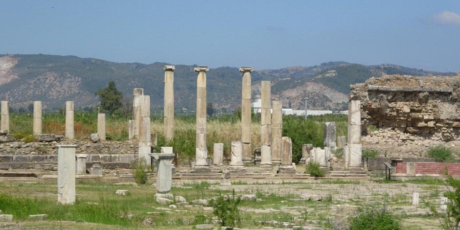 Magnesia Antik Kenti'ndeki 'Zeus Tapınağı'nı gün yüzüne çıkıyor