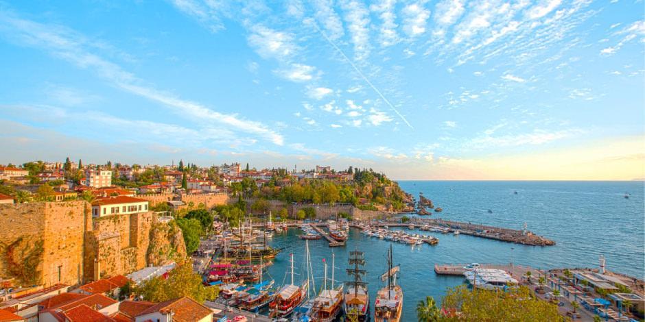 Turizmciler sevinçli: Antalya'ya gelen turist sayısı 1,5 milyonu aştı