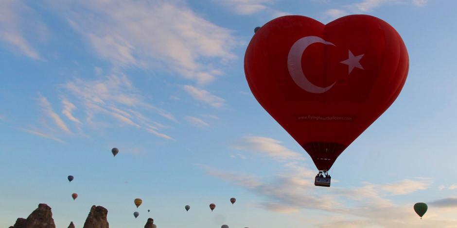 Türkiye'nin ilk figürlü balonu Kapadokya semalarında
