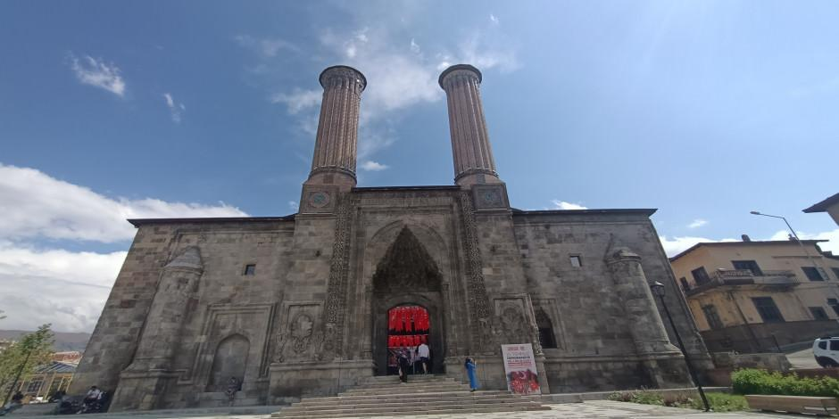 350 yıllık Çifte Minareli Medrese kapılarını açtı
