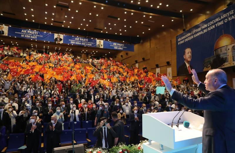 """""""Biji Serok Erdoğan"""" sloganlarının atıldığı salon"""