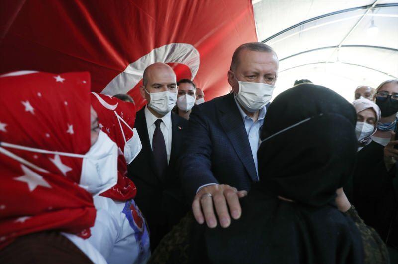Cumhurbaşkanı Erdoğan ile İçişleri Bakanı Soylu, geçtiğimiz hafta Diyarbakır'da evlat nöbeti tutan aileleri ziyaret etmişti.