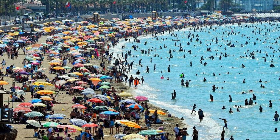 Antalya'da boş oda kalmadı! Yer bulamayan valiyi arıyor