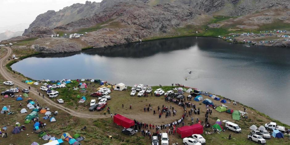 Hakkari'deki Sat Buzul Gölleri'nde renkli festival