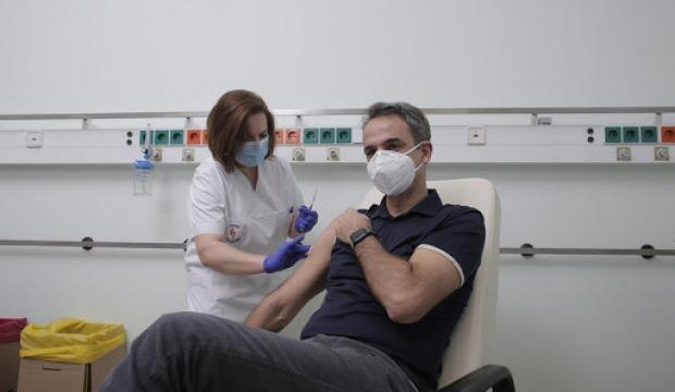 Yunanistan'dan sağlık çalışanları ve huzurevi personellerine aşı zorunluluğu