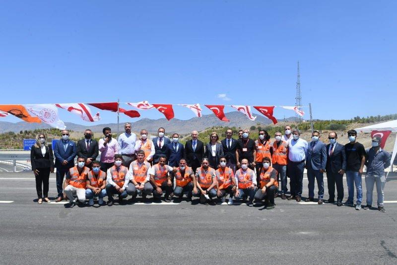Bakan Karaismailoğlu, Lefkoşa Kuzey Çevre Yolu'nun açılışını gerçekleştirdi