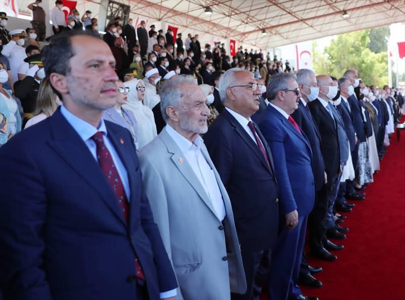 Erdoğan'a ziyaretinde Oğuzhan Asiltürk, Mustafa Destici ve Fatih Erbakan da eşlik etti.