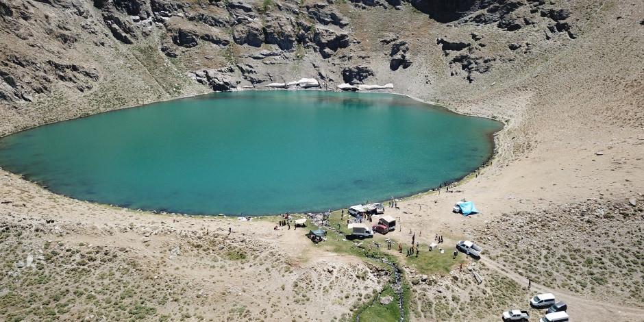 Beytüşşebap'ın 3 bin rakımlı gölünde rafting keyfi