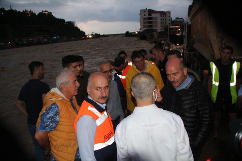İçişleri Bakanı Soylu ile Ulaştırma ve Altyapı Bakanı Karaismailoğlu, Artvin'de incelemelerde bulundu.