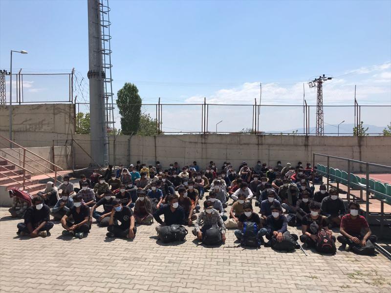 Van'da 113 Afganistan uyruklu göçmen yakalandı