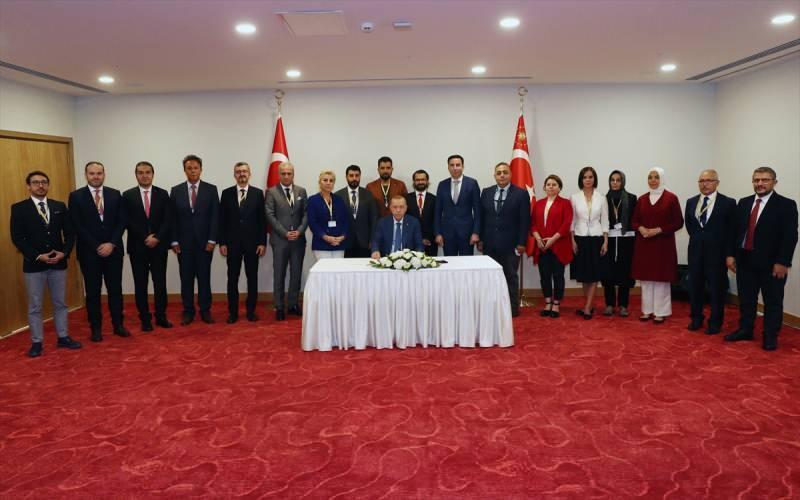 Cumhurbaşkanı Erdoğan, KKTC ziyareti dönüşü gazetecilerin sorularını yanıtladı.