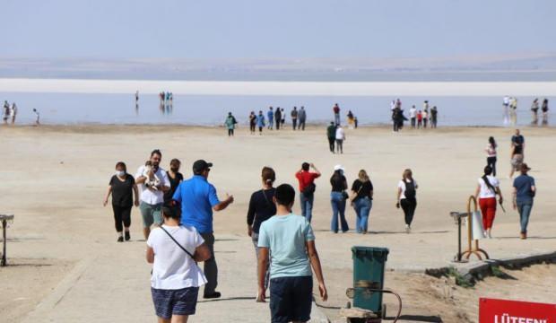 Tuz Gölü yerli ve yabancı turistlerin akınına uğradı