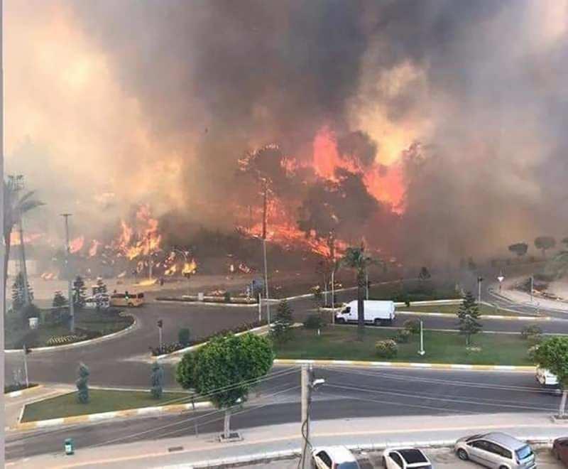 Son dakika: Manavgat'taki yangın yerleşim yerlerine sıçradı