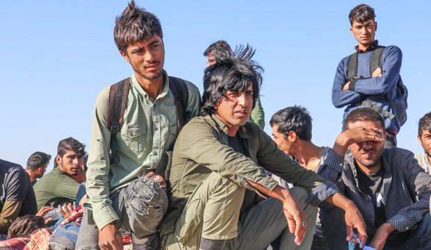 İran askerleri mültecileri döverek Türkiye sınırına bıraktı