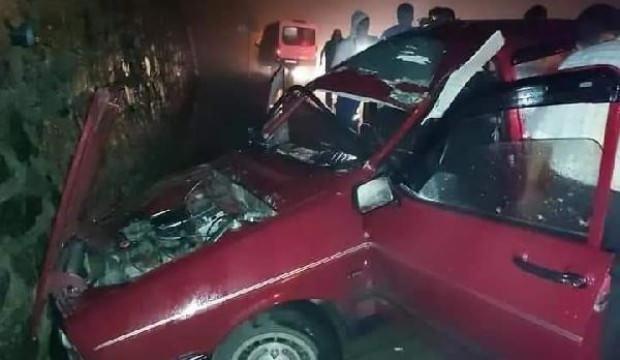 Üzerine taş düşen otomobille duvara çarptığı kazada öldü
