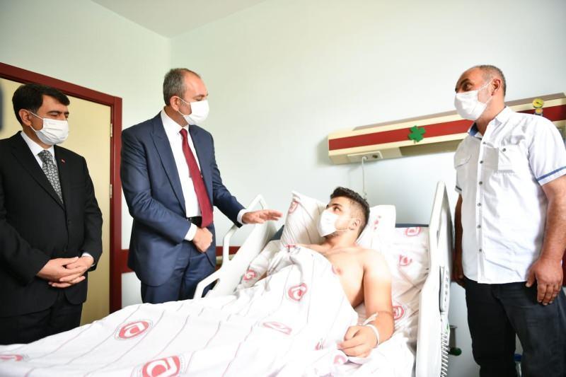 Bakan Gül, Emirhan Yalçın'ın ailesine taziye ziyareti!